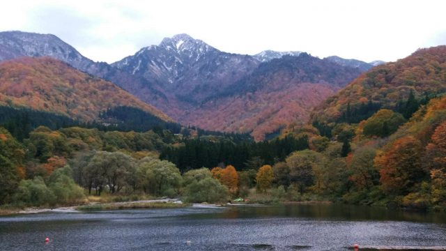 越後湯沢 大源太湖の紅葉