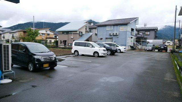 ラーメン羽屋の駐車場