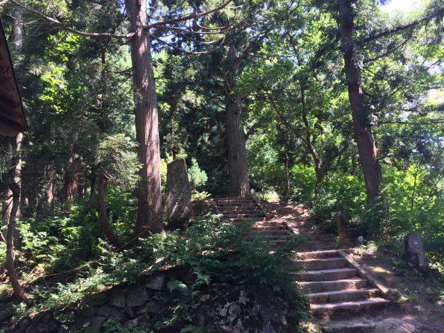 坂戸山 登山道入口付近