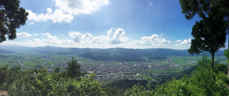 坂戸山から見た南魚沼市の風景